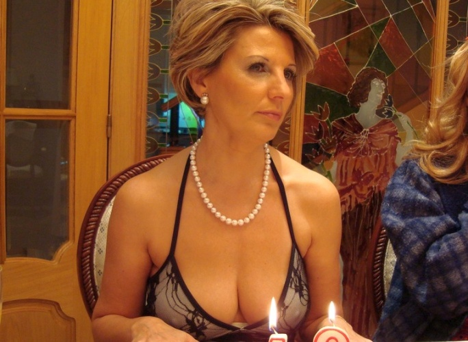 Milf huge cleavage